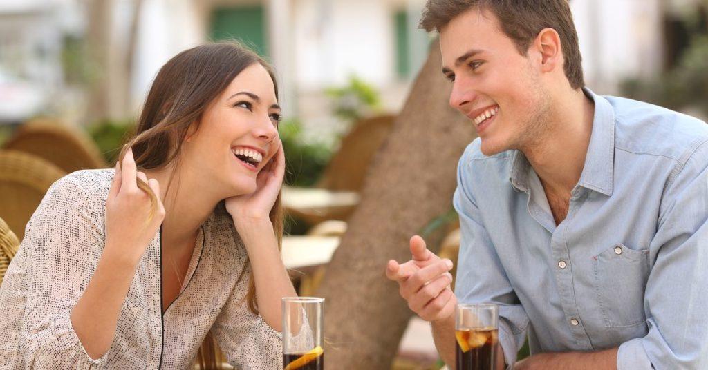 Общение между партнерами очень важно для успешных отношений